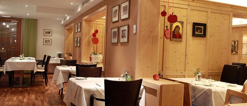 Hotel Eschenhof, Bad Kleinkirchheim, Austria - dining room.jpg